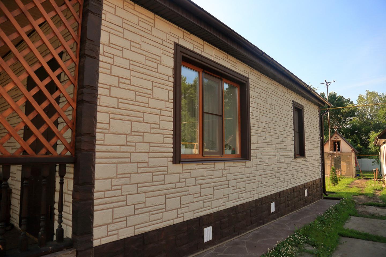 Дома отделанные фасадными панелями под камень фото